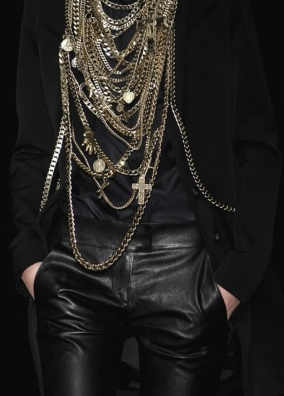 We believe in chains this season, the more the better! #trend #accessories