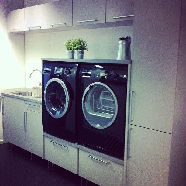 vaskemaskin og tørketrommel i ergonomisk høyde