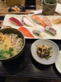 JR大分駅近くにある水天は新鮮な寿司がリーズナブルな価格で楽しめますよ この日はランチで行って寿司と海老天うどんのセットを注文しましたが1000円からお釣りが来てしまいました(@_@) うどんも美味しかったのでこのお店は超おすすめです(_)v  #大分 #ランチ #寿司 #うどん tags[大分県]