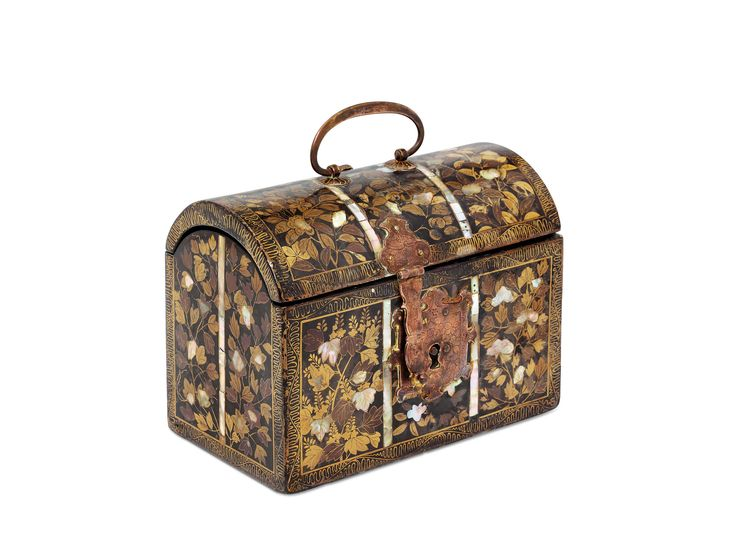 A Lacquer Casket Commissioned by the Portuguese MOMOYAMA PERIOD (LATE 16TH CENTURY)