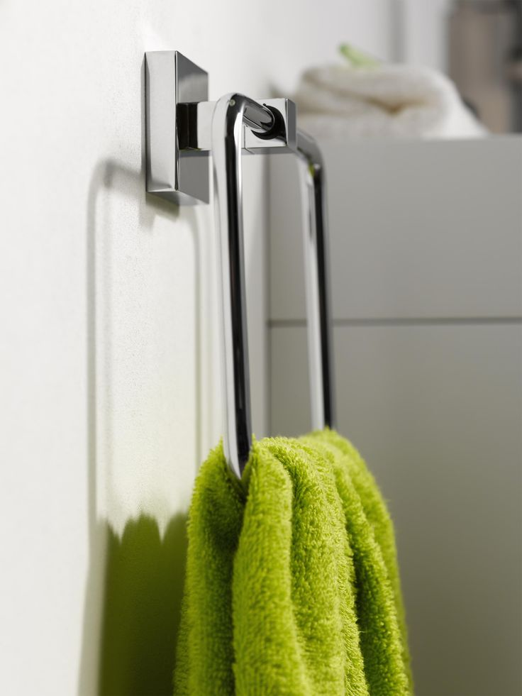 Sharp and modern, this Mezzo towel ring is perfect for a trendy bathroom