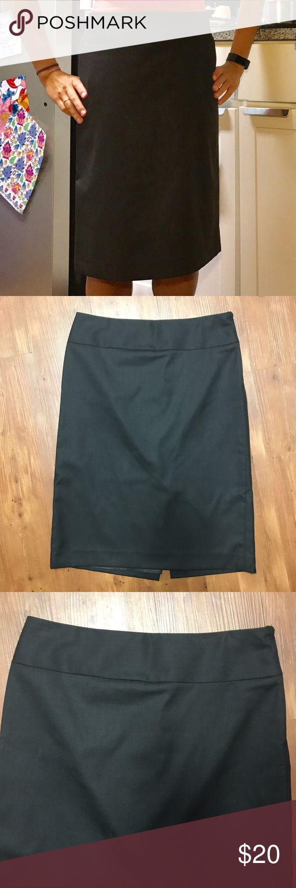 Banana Republic brown pencil skirt, size 0 Like new Banana Republic brown pencil skirt! Great professional wear. This is a bargain! Size 0. Ships from a smoke-free, pet-free home. Banana Republic Skirts Pencil