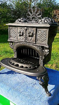 Vintage cast iron stove Queen 6 gypsy stove bow top horse drawn wagon narrowboat