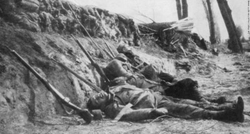 Zouaves they are hit by chlorine gas during the Second Battle of Ypres, Belgium, April 22, 1915. Initially the French and Algerian troops (Zouaves) divisions 45th and 78th were attacked with gas, causing heavy casualties and causing widespread panic some survivors abandon their positions. Although initially the Allies condemned the attack as barbaric, towards the end of the war the two sides had made extensive use of poisonous gas.