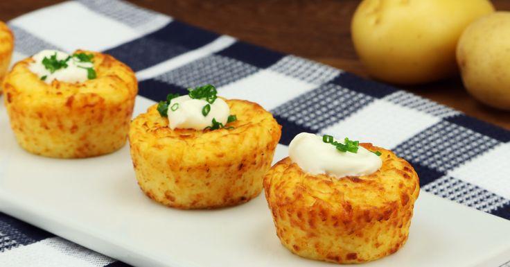 muffins de papa 300 g de patatas cocidas 110 g de queso cheddar rallado 30 g de parmesano rallado 40 g de crème fraîche (crema fresca) 1 huevo Sal y pimienta Mezclar todo y llevar a horna 15min a 200 Cº
