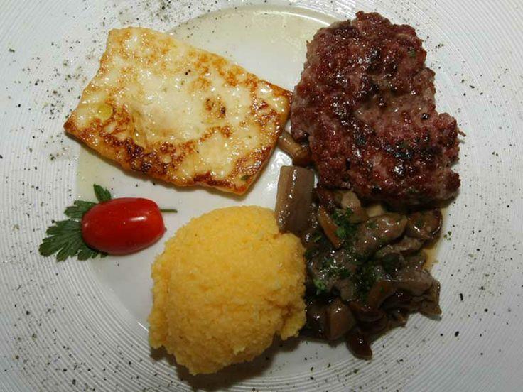 Polenta, Formaggio Fuso, Pastin (Salsiccia) e Funghi - Dolomiti Gourmet  Pic. Archivio Dolomiti Stars #dolomitiorg