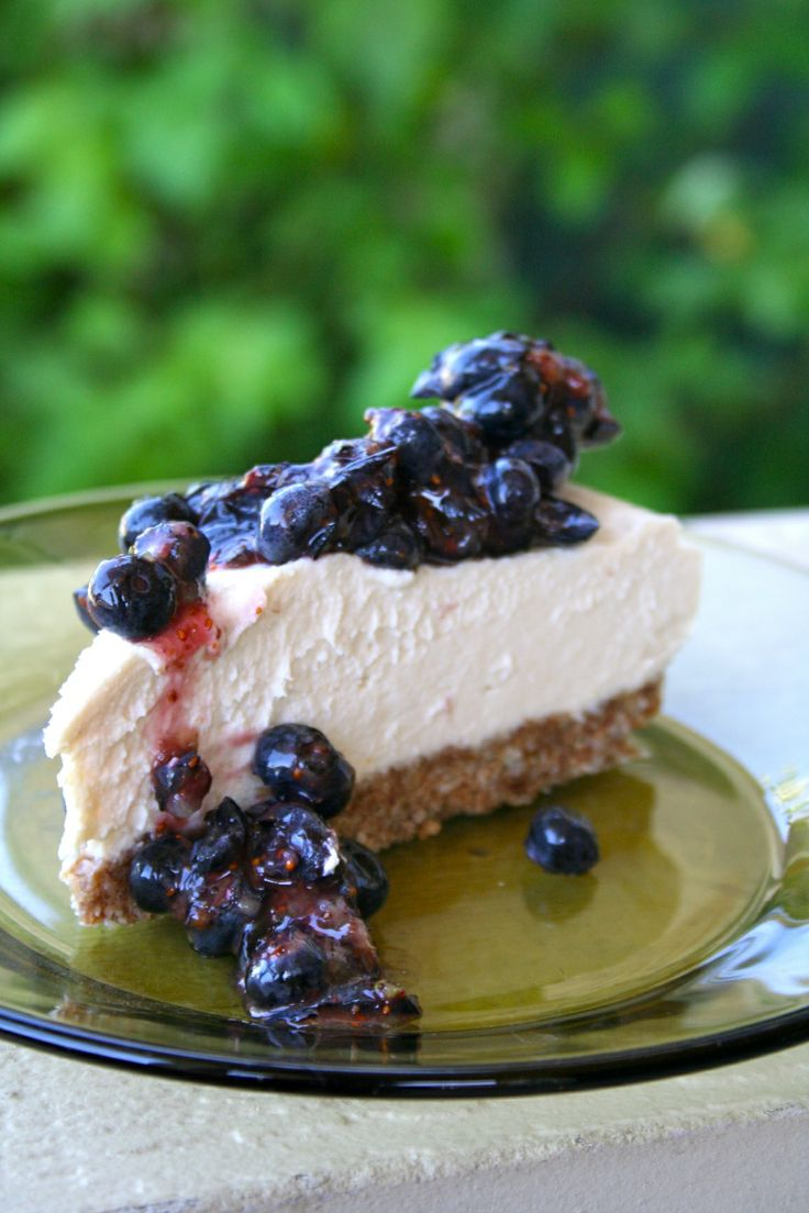 """Dairy Free New York """"Cheese""""cake (Live Raw Food Recipe) OMG this looks amaaaazing! Go easy on the stevia, I would actually use some agave syrup and then a few drops of stevia myself..."""