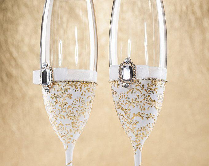 White Wedding Glasses Winter Wedding Flutes Christmas Glasses Gold Champagne Glasses White Toasting Flutes White Gold Vintage Wedding