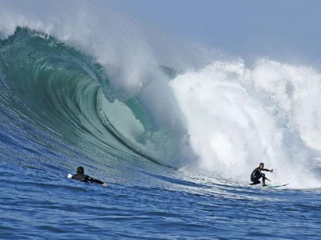 PICHILEMU, CHILE (en VI Región de Chile) / Posee varias playas aptas para prácticar Surf. En la Playa Punta de Lobos (ubicada a 7 kms. aprox. al sur de Pichilemu) se han realizado importantes campeonatos internacionales de este deporte.
