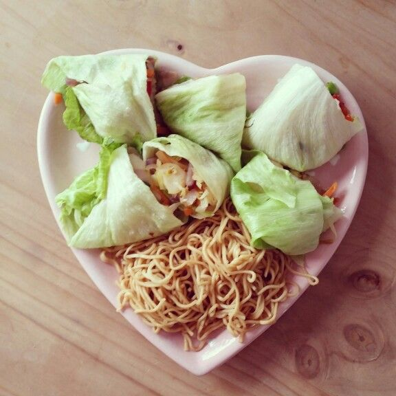 Veggie lettuce parcels with noodles