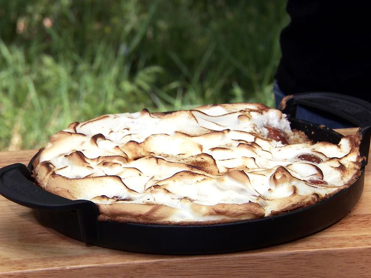 Grillad plommonpaj med marängtäcke | Recept från Köket.se