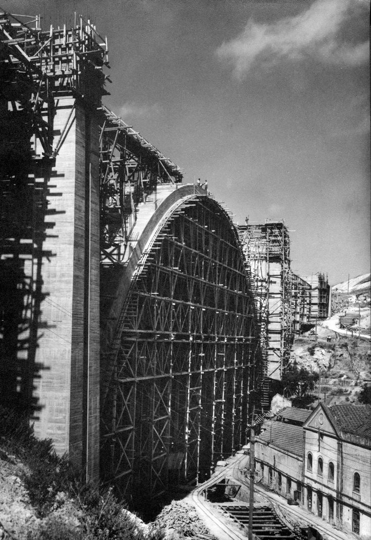 Construction du viaduc du Val de Alcântara, 1942 (Collection Duarte Pacheco. GEO).