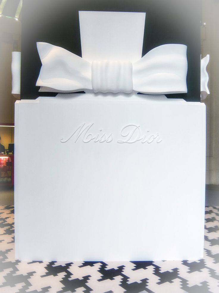 L'exposition Miss Dior à Paris Arnauld Grassin Delyle Photography http://grassindelyle.fr/