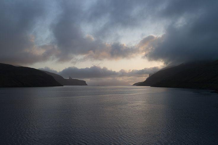 Sonnenuntergang auf der Insel Vágar - Färöer Inseln