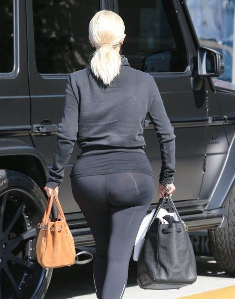 Kim Kardashian Photos Photos - Reality star siblings Kourtney and Kim Kardashian stop to visit a friend's house in Beverly Hills, California on March 19, 2015, Kourtney is back to handling all of the parenting duties while her partner Scott Disick is in rehab. - The Kardashians Visit a Friend