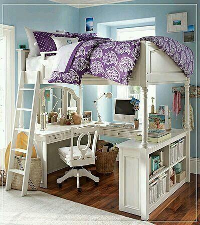 Yatak ve çalışma masası bir arada