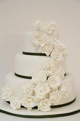 Hochzeitstorte weiß schlicht rosen  Hochzeitstorten Ideen für ...