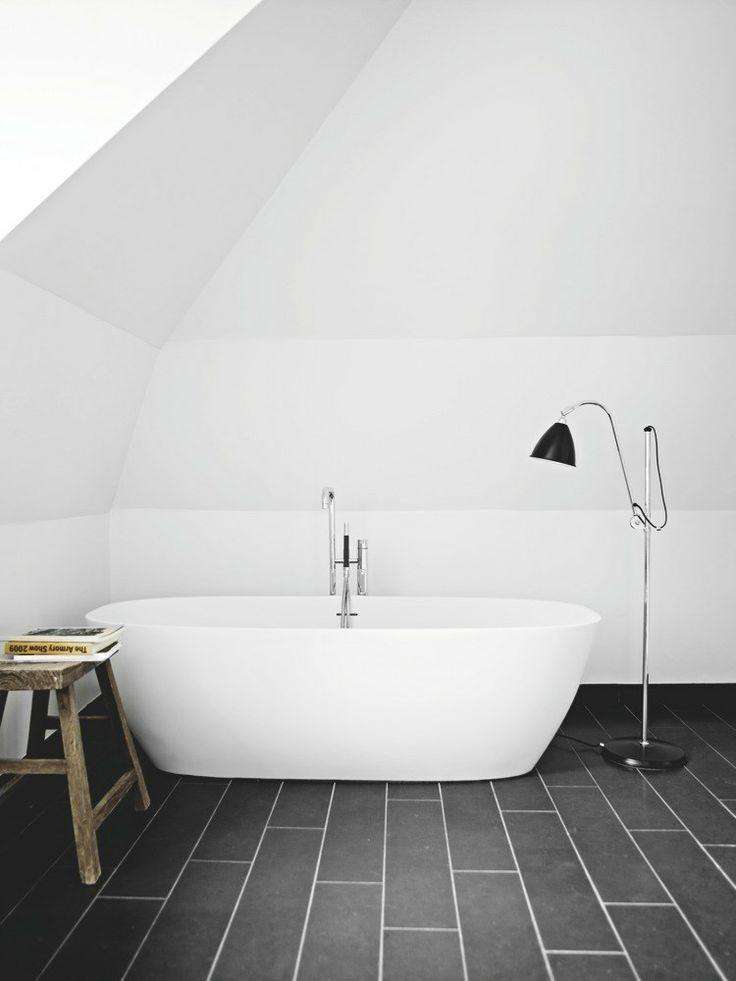 det store badekar er fra agape bruseniche med armatur fra. Black Bedroom Furniture Sets. Home Design Ideas
