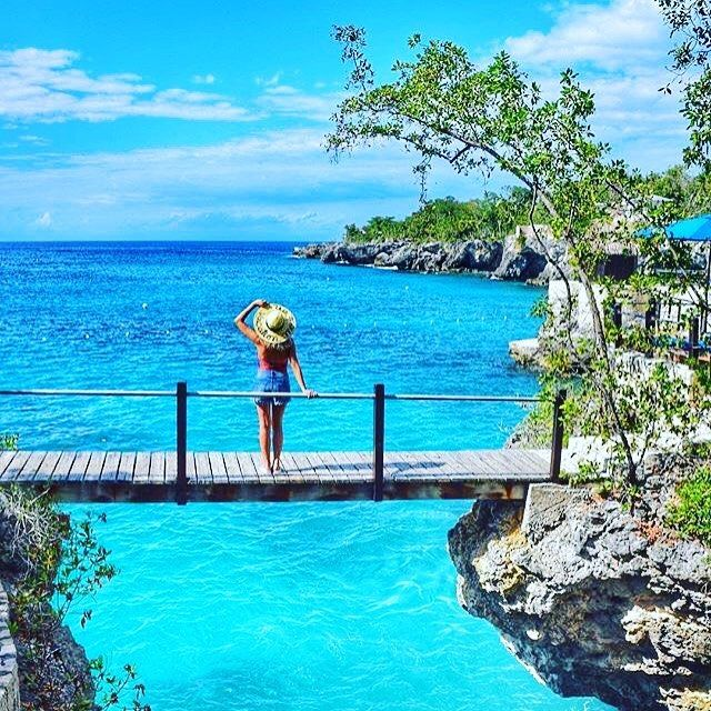 Rockhouse Hotel is home to sun, sea and stunning views. Will it be home to your next holiday? @lalarebelo_travelblog #visitjamaica #homeofallright #seaview #sea #sun