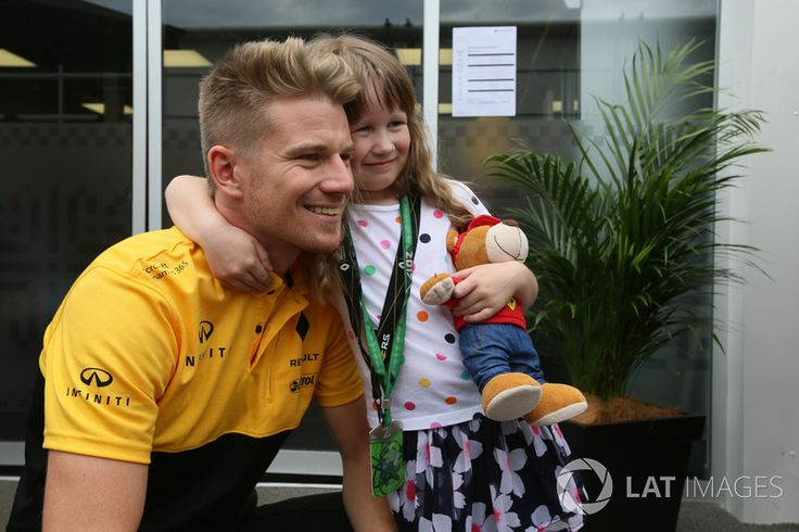 Nico Hulkenberg, Renault Sport F1 Team meets a girl fan