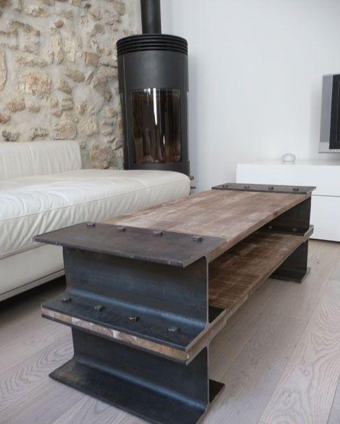 Un marcado estilo industrial, en esta mesa de centro fabricada con vigas metálicas.