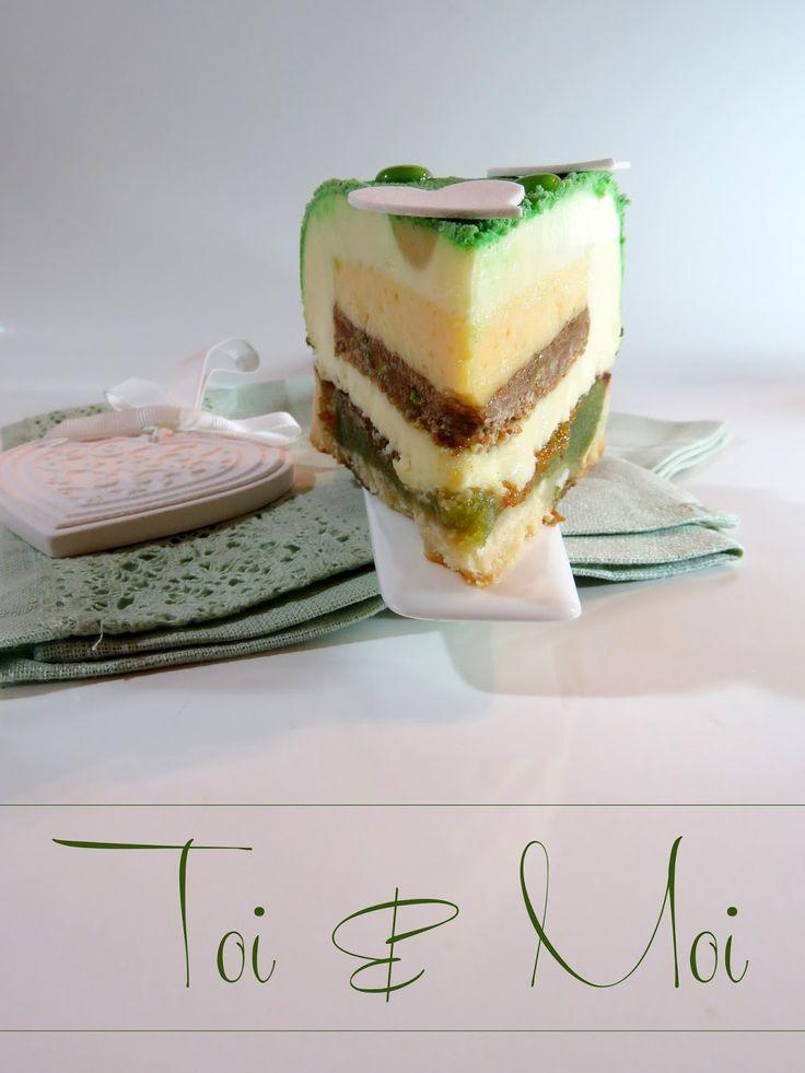 """Entremets """"Toi et Moi"""" aux pistaches, orange amère et chocolat blanc"""