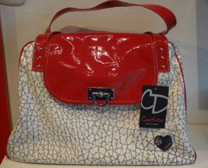 Hermosos #bolsos de #Cuero en venta en línea en @Camomille_co. http://goo.gl/6rVhfA