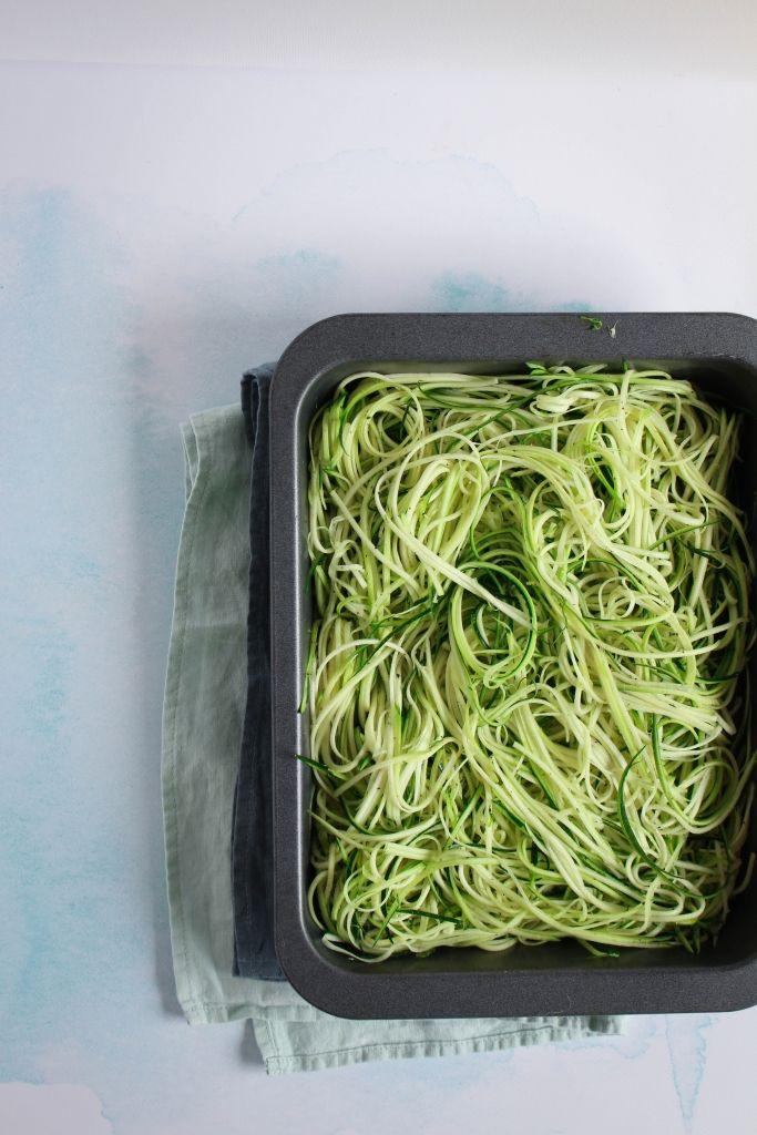 Met deze 22 courgette recepten vind je altijd inspiratie om de zomergroente te verwerken: van hapje tot soep, van ovenschotel tot salade.