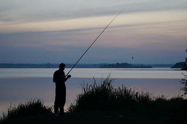 Maxym Sergiyovych 2.9.14 И был этим летом еще один упущен момент. Мне в рыбалке нравится не охота, а собственно инструмент, условия борьбы. Меня без устали тянет к воде, я люблю и понимаю водную и прибрежную жизнь, мне нравится ожидание, созидание, ну и, конечно, элемент игры. Игры с природой я считаю справедливыми, даже если вы не на равных -- ведь человек всегда в состоянии остановиться и жертву свою освободить, не убивать... При этом природа в специфических проявлениях сильней.