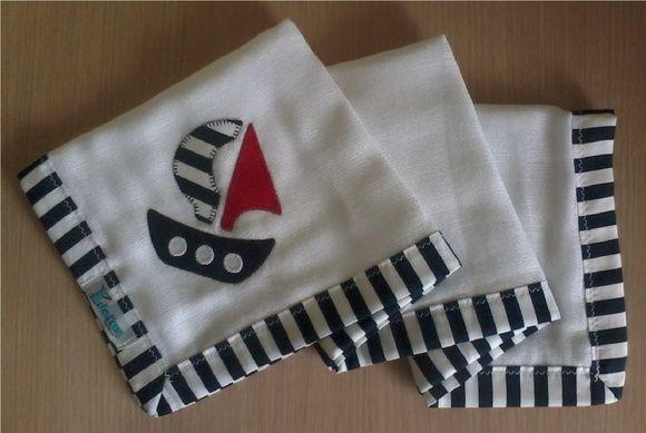 Fralda de ombro confeccionada em tecido fralda duplo (04 camadas para melhor absorção) 100% algodão, com patch apliquée e bainha em tecido.    *As fraldas também podem ser personalizadas escolhendo o tema e a cor do tecido para o viés. R$ 32,90
