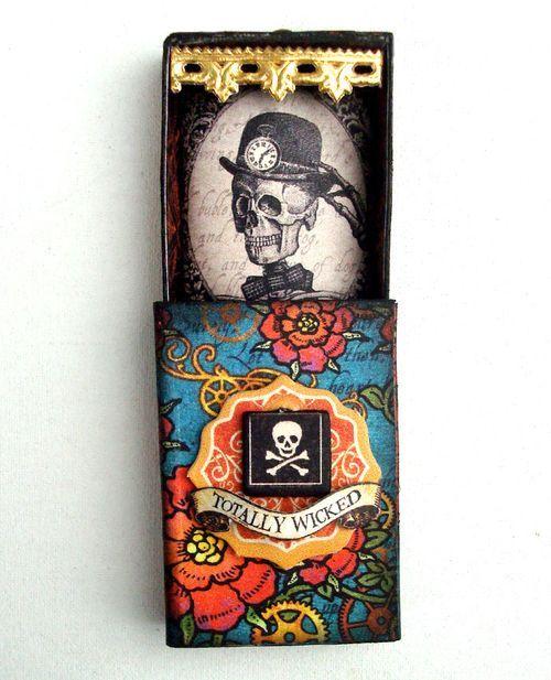 το κουτί με τα απαγορευμένα ξόρκια του Harry  Potter-κάπως λιγότερο τρομακτικό.//νεκροκεφαλή με φόντο λουλούδια,πολύ mexican!! :p
