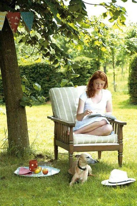 Reading outside: so amazing.