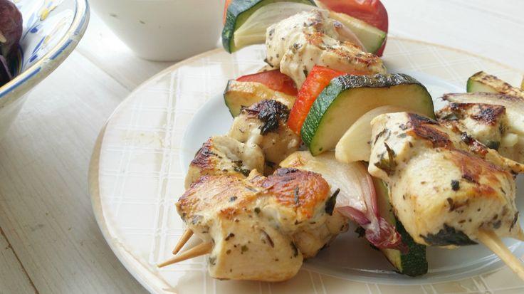 No sin mi taper: Brochetas de pollo y verduras con tzaziki {a la plancha Simogas}