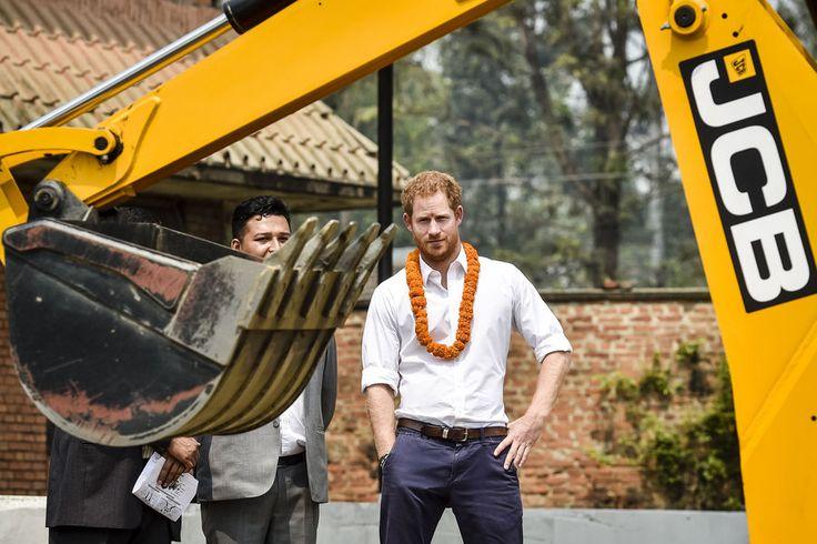 La Cour Royale Anglaise: Le Prince Harry et son faux depart du Nepal #HarryinNepal