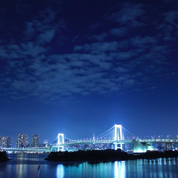 #今宵の夜景 . お疲れさまですー。 今宵の夜景はレインボーブリッジ。 . また明日から頑張りましょう( ´ ▽ ` )ノ . ■お台場海浜公園/Odaiba Marine Park. □Minato Ward,Tokyo. - @gomatsuo | Webstagram