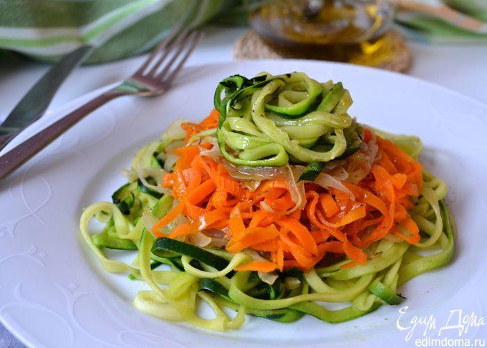 """Овощные """"спагетти"""". Приготовленные из овощей, они станут прекрасным гарниром к любому блюду. #edimdoma #recipe #cookery #salad"""