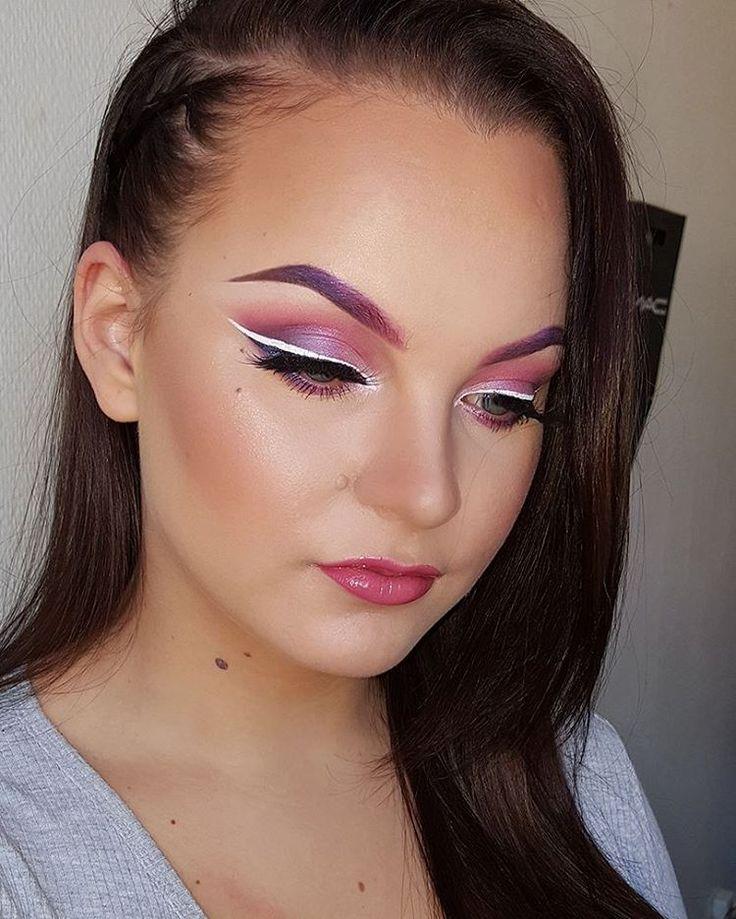 Pink makeup today in the honor of breascaser awareness month #pinkmakeup #breastcanserawarenessmonth #pink #whiteliner #support #funwithmakeup #makeupartistsworldwide #pinkandpurple #brows #makeupaddict #sminkeelskere #sminkeogstyling #FiftyShadesOfMakeup