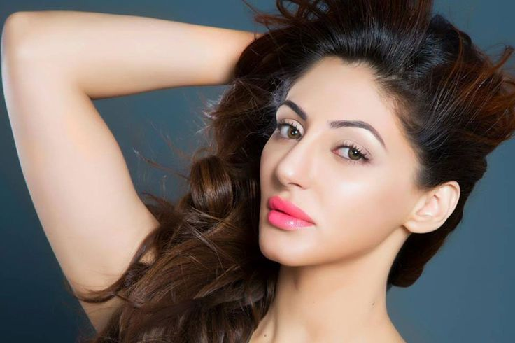 Unseen Hot Pics of Bollywood Super Model Reyhna Malhotra