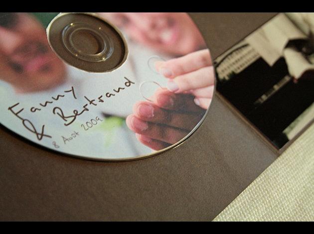 faire un CD avec des musiques sympa pour donner aux invités pour le trajet!