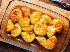 Cartofi noi copți cu unt- rețetă ce nu te solicită mult, se face din o mână de ingrediente mari și late. Garnitura perfectă pentru orice tip de carne, pește