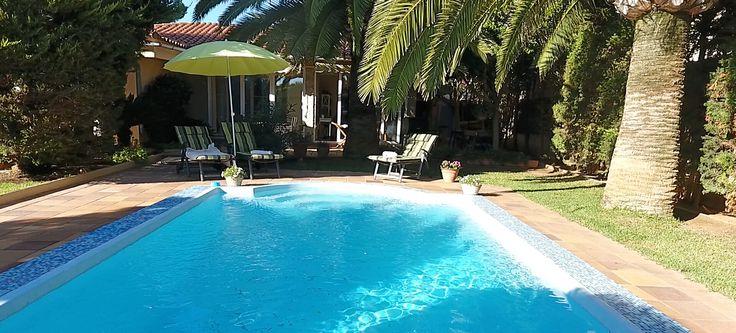 """""""Das Besondere in Bahia Grande"""" - Diese freistehende, ebenerdige Mallorca Villa Immobilie bieten wir Ihnen in einer ruhigen, von Einfamilienhäusern und Villen geprägten Wohngegend im beliebten """"Bahía Grande"""", zum Kauf an."""