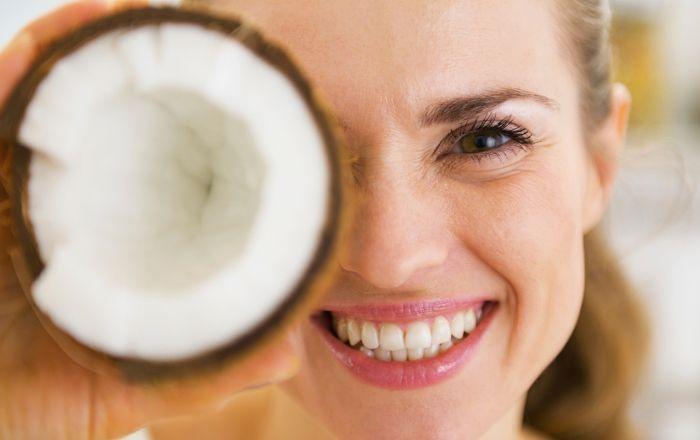 Kokosolja sägs vara extra hälsosamt och kokosvatten pekas ut som ett riktigt livselixir. Men vad är det som gör den håriga nöten så speciell? MåBra vet!