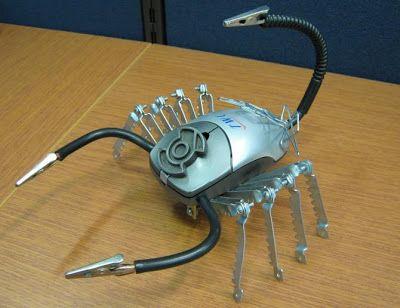 Manualidades hechas con material reciclado  robot escorpión