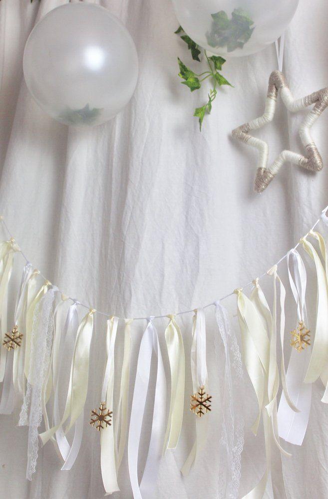 Image of Festive snowflakes ribbon garland