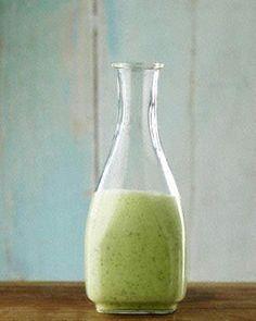 Das perfekte Joghurt-Dressing von Jamie Oliver-Rezept mit einfacher Schritt-für-Schritt-Anleitung: Alle Zutaten zusammen in einen Mixer geben und gut…