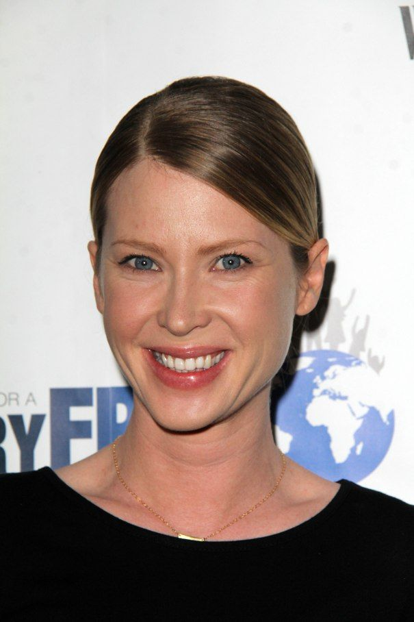 Emma Booth Cast In Universal's Extinction; Andy Buckley Horror Indie 'All Light Will End'