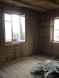 Ökologische Innendammung und Lehmverputzung für Wände und Decken im Innenbereich : Reet und Hanfschäben als Innendämmung. Reetplatten  als Putzträger für Lehm-Unterputz. Lehmputz-Einbettung einer Wandheizung. Deckensanierung mit Staketen, Stroh & Lehm.
