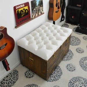 imbottitura pouf fai da te da baule fonte www.hometalk.com
