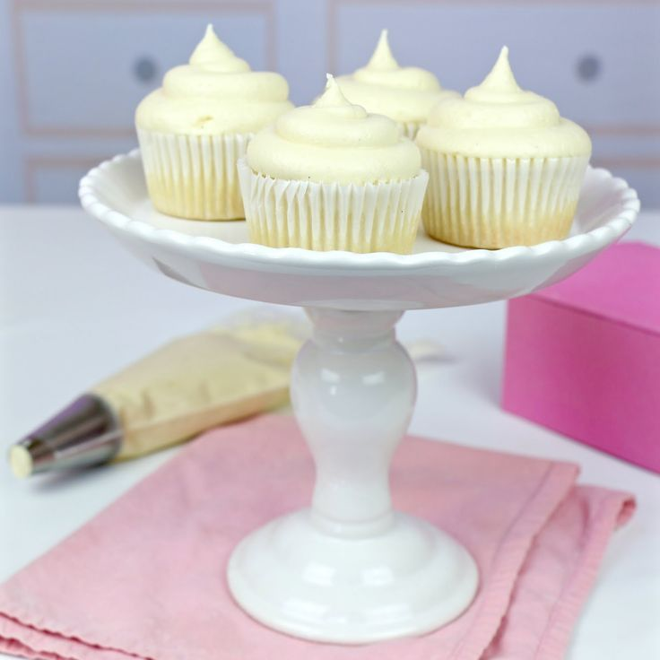 Food Network Cupcake Wars WINNER! Small Batch Dessert Recipes, Mini Baking, Party Treats: cupcakes, cake pops, cookies, brownies, mini cakes, pie...