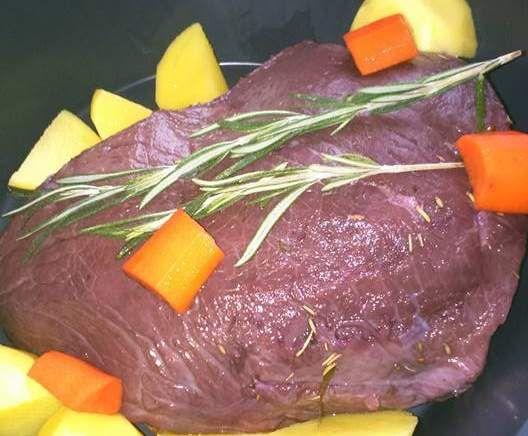 Rinderbraten in Rotwein eingelegt und im Varoma gegart, Braten vom Rind in Dornfelder Rotweinsoße